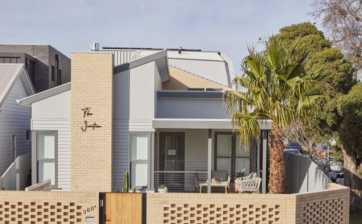COLORBOND® steel Shale Grey™ Matt roofing and cladding (rear extension)